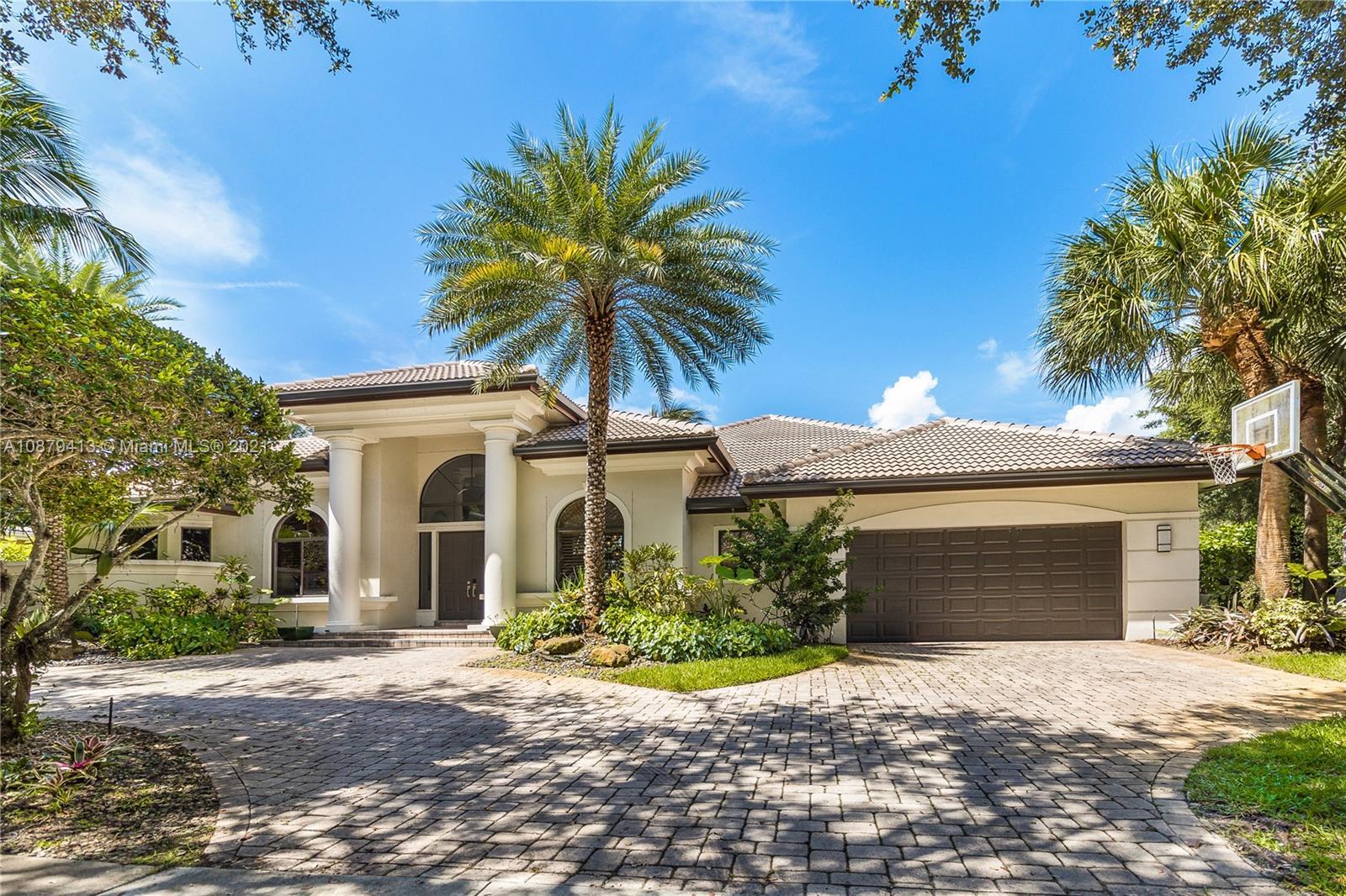 3643  Estate Oak Cir  For Sale A10879413, FL