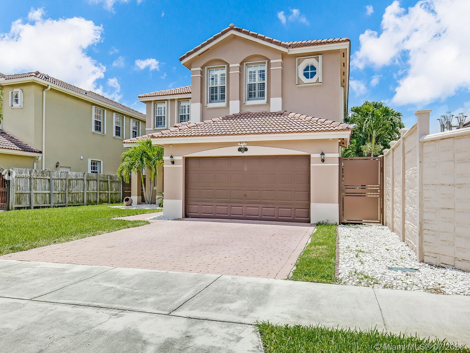 942 SW 144th Pl  For Sale A10879398, FL