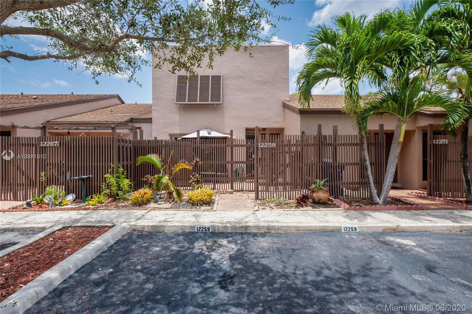 Make this your dream home! Ideal location with excellent schools, close proximity to highways, shopping, parks, and dining. This home boasts 3 bedrooms, 2.5 baths, upgraded open kitchen, oversized custom-made pantry, upgraded guest half bath, a spacious screened-in patio, split living room and kitchen layout, laminate floors throughout, and more! The best part? Your big dogs will love it here! This is home! Flamingo Villas is pet-friendly, guard-gated, and nicely maintained, with amenities such as a pool, tennis courts, playground, and more! Stop by for a visit and you won't want to leave. Welcome home!