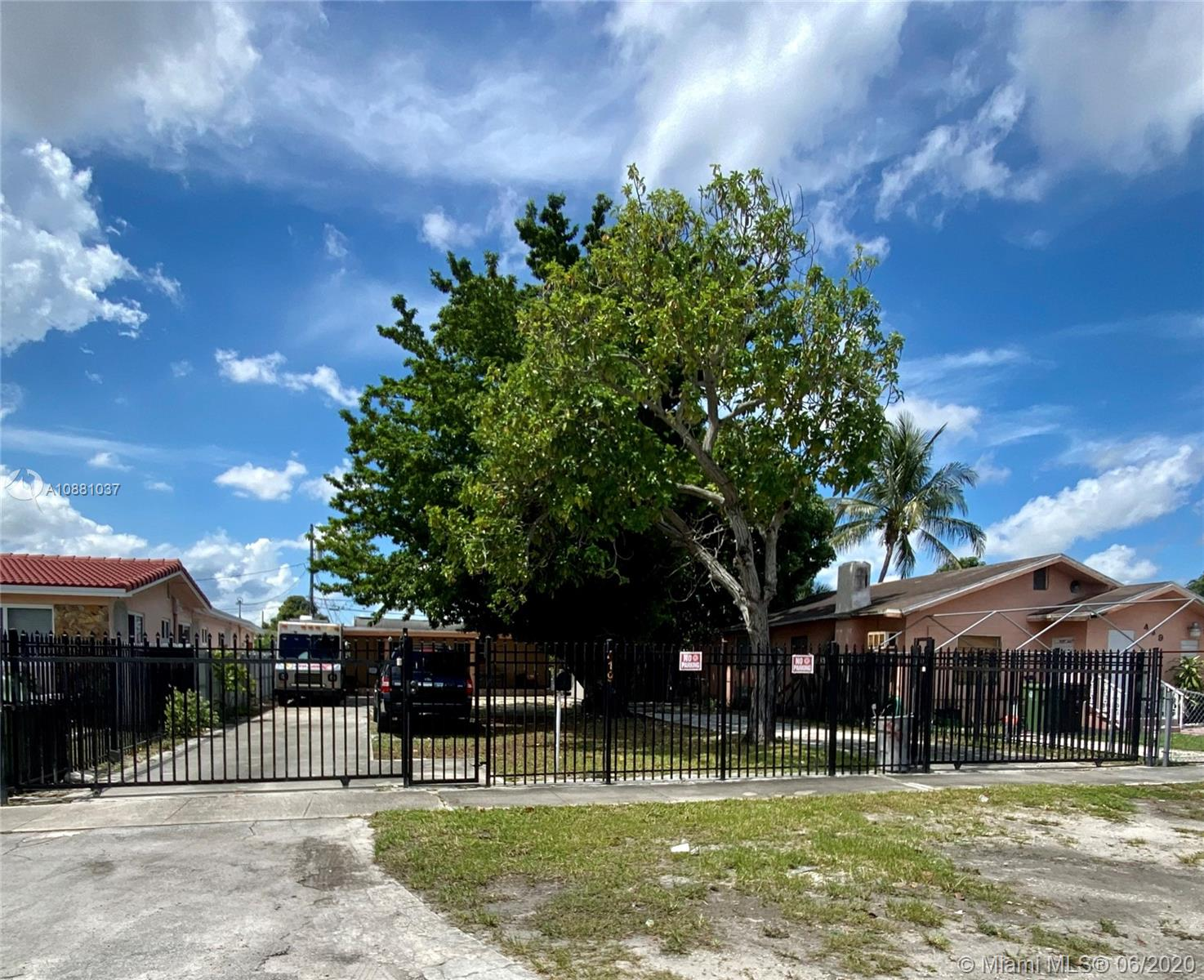 419 SE 3rd St  For Sale A10881037, FL