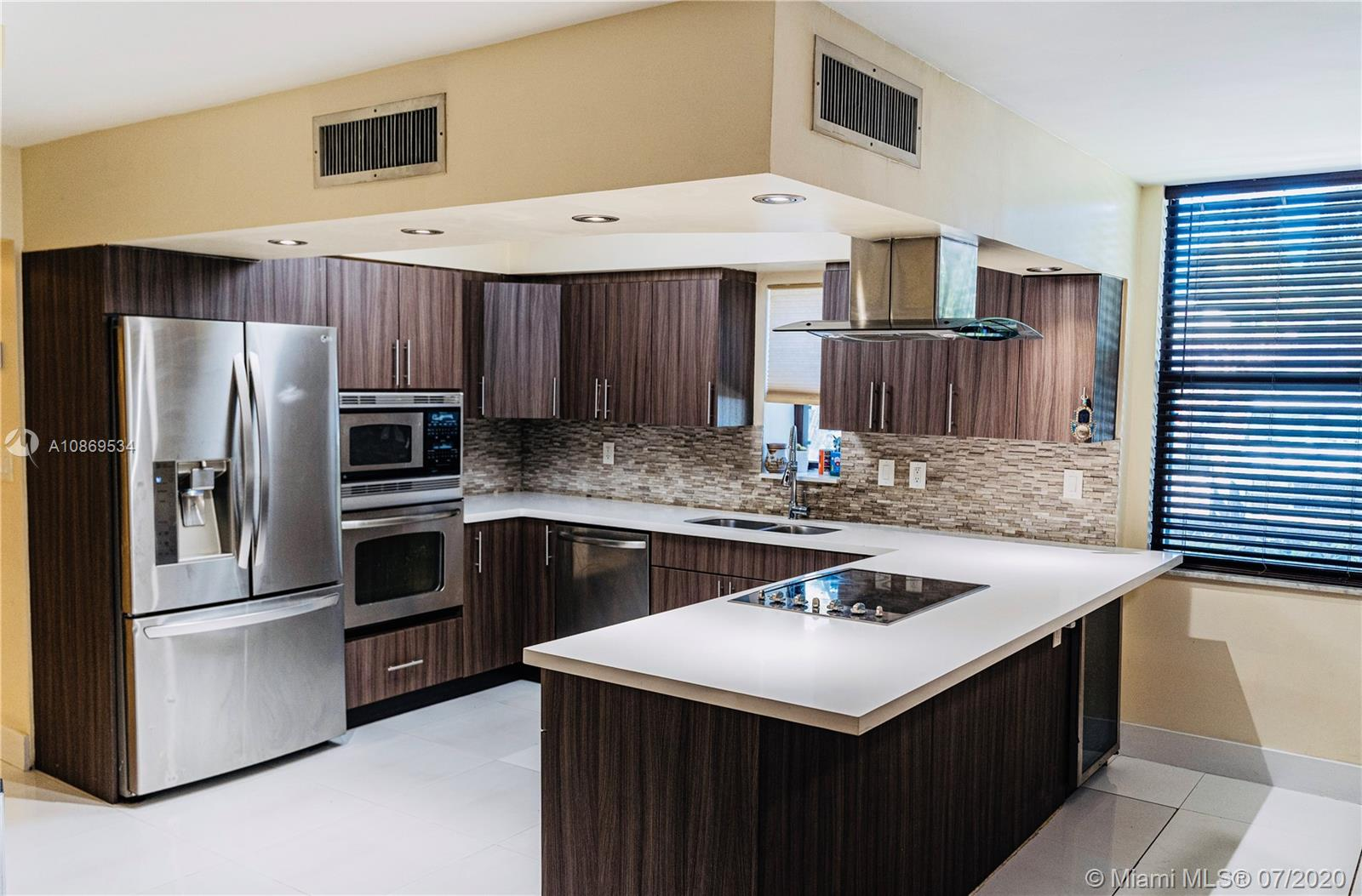 20350 W Country Club Dr #119 For Sale A10869534, FL
