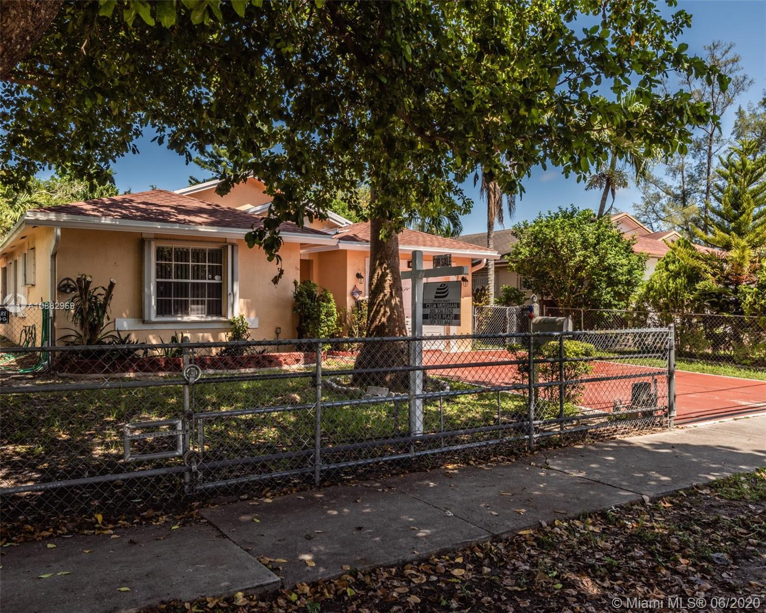 609 SW 8th Ave  For Sale A10882969, FL