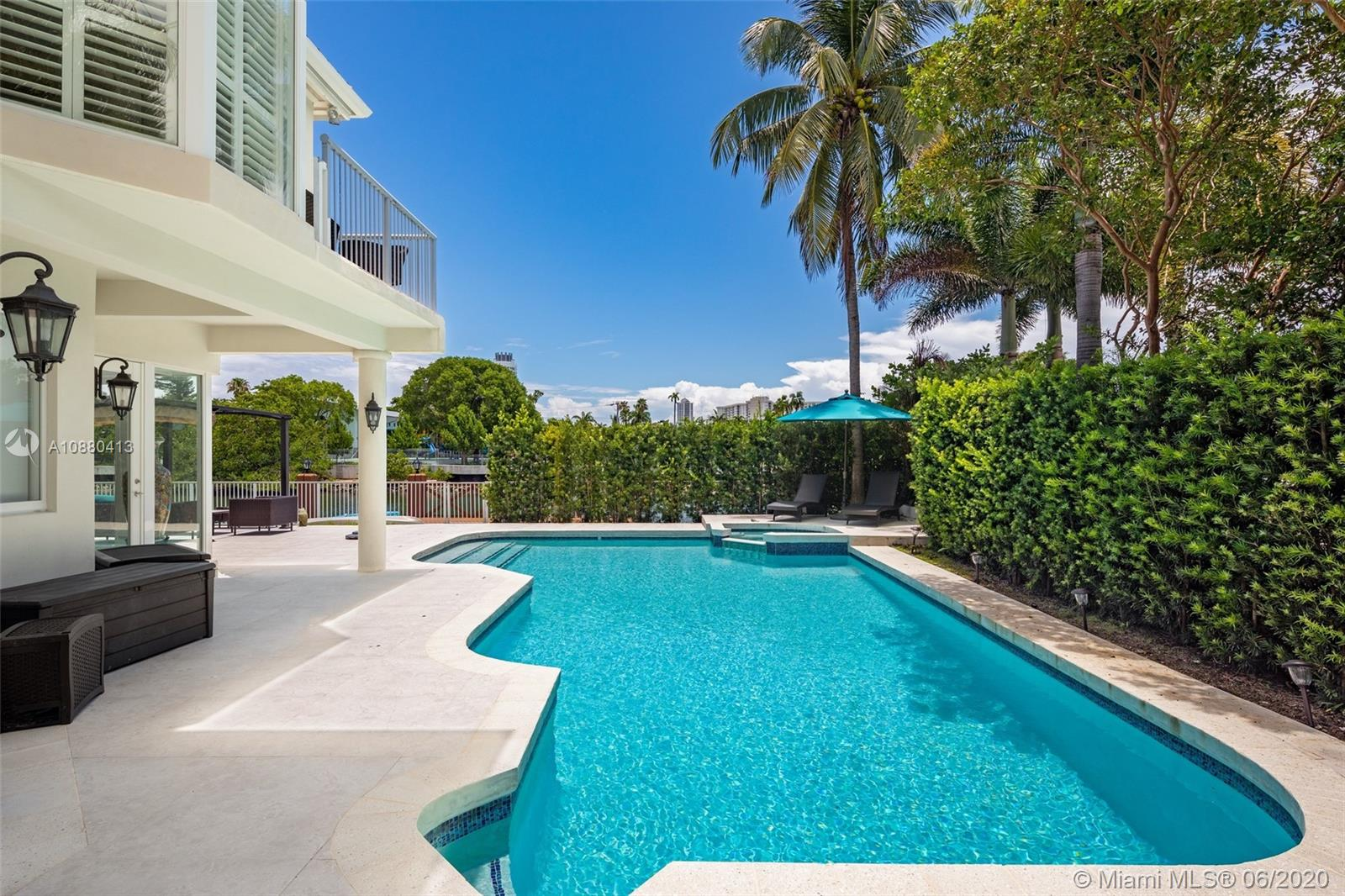 4465 N Meridian Ave  For Sale A10880413, FL