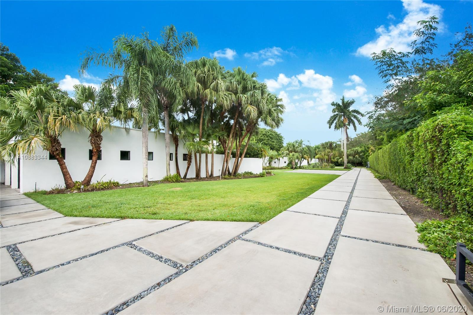 10300 SW 64th Ave  For Sale A10883344, FL