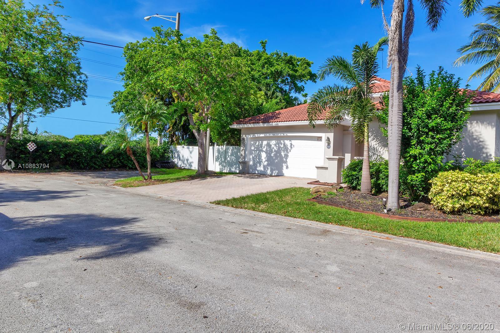 4814 SW 34th Ter  For Sale A10883794, FL