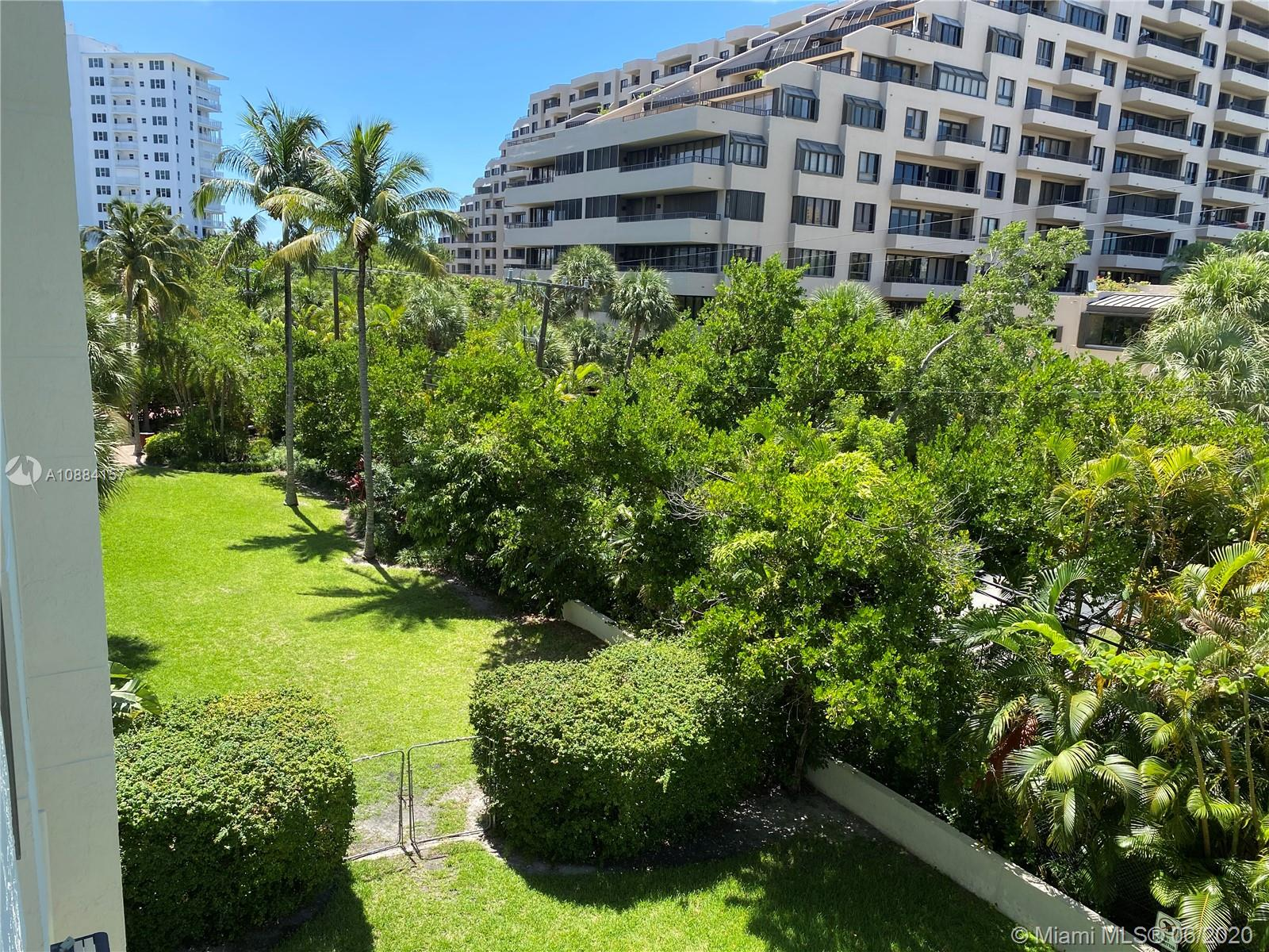 Spacious and bright 2BED / 2BATH CORNER UNIT, with upgraded kitchen and bathrooms and in-unit washer/dryer.Full service building with 24-hr front desk, heated pool, open green spaces, fitness room and brand new party room.UNIT HAS 2 ASSIGNED & COVERED PARKING SPACES.