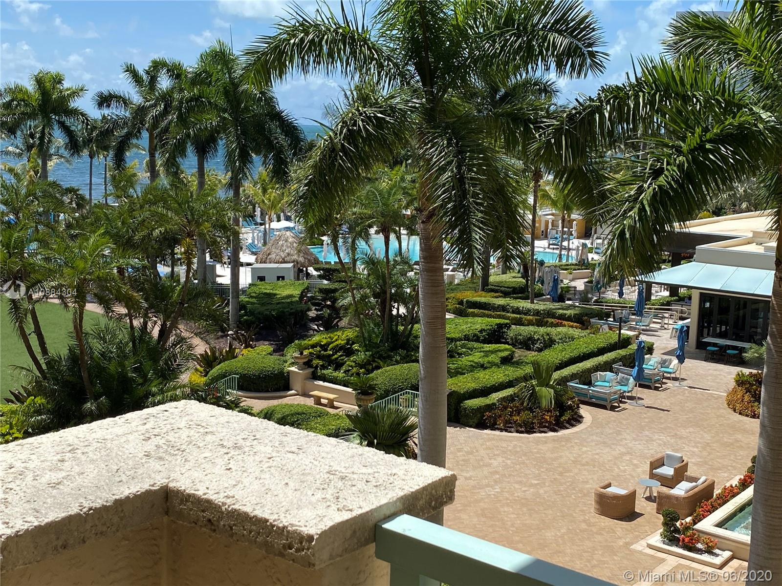 SPACIOUS 1-BED UNIT at The Ritz-Carlton in Key Biscayne.Recent multi-million dollar renovation, with new pool, beach cabanas, kids water park and much more.Amenities include 3 restaurants with views to the ocean, concierge service, tennis and paddle tennis, valet, fitness center, spa, beach service and more. Enjoy the first-class facilities and amenities whilst having the ability to legally rent the unit daily or be part of the Ritz Hotel Program.