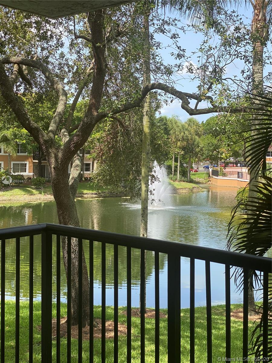UPGRADED 2/2 UNIT IN THE GREAT RESORT LIKE COMMUNITY OF EDGEWATER . KITCHEN FEATURES GRANITE COUNTER TOPS /SS APPLIANCES ,MARBLE CABINETRY AND SPACIOUS PANTRY CLOSET.BATHROOMS ARE RECENTLY REMODEL WITH A NICE MODERN LOOK . TILE THROUGHOUT THIS FRESHLY PAINTED FLOOR PLAN OVERLOOKING THE LAKE AND GARDEN. VACANT AND SHOWS NICELY ,OK TO LEASE /CORPORATE BUYER OK