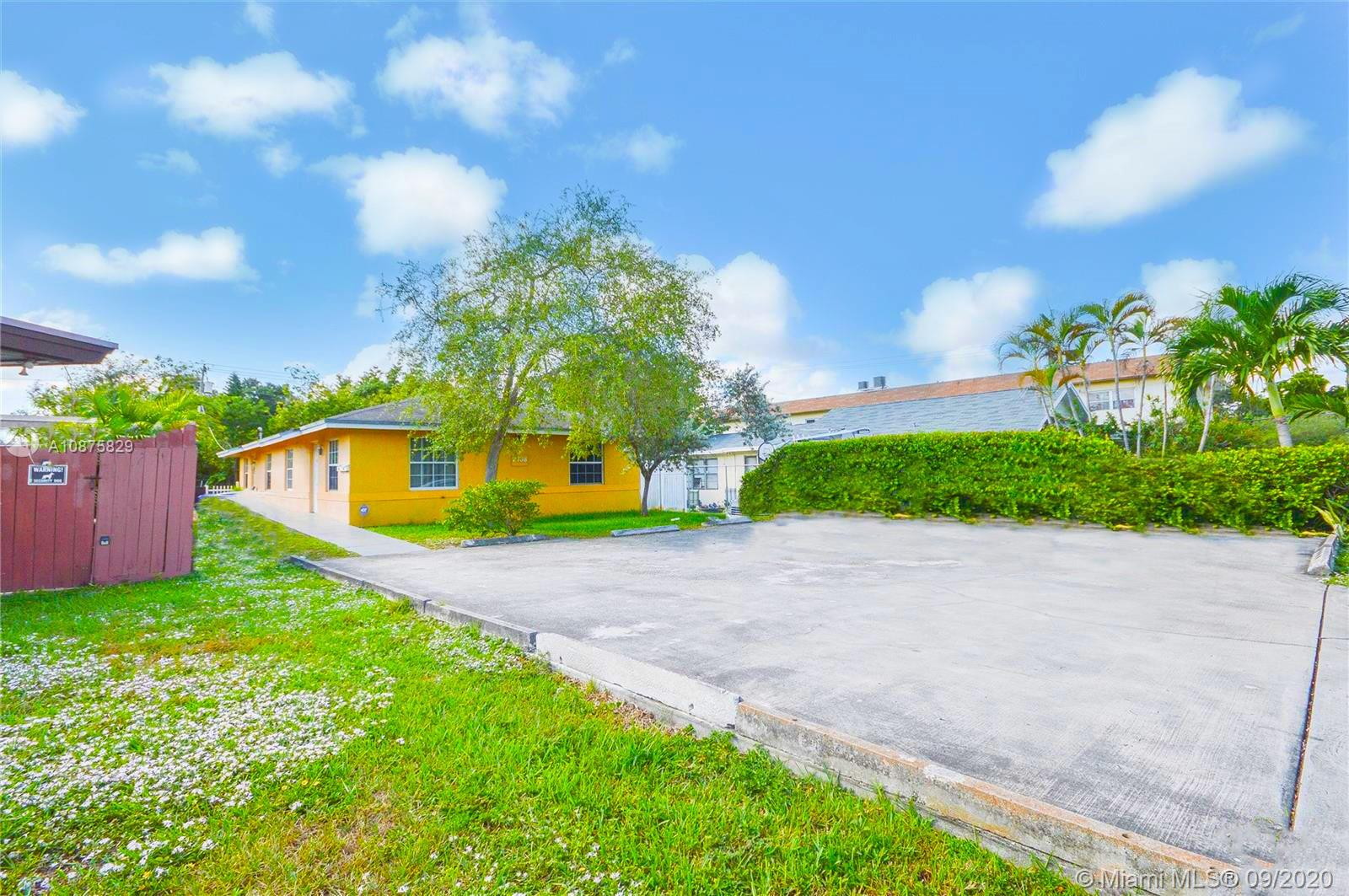 2738  Pierce St  For Sale A10875829, FL