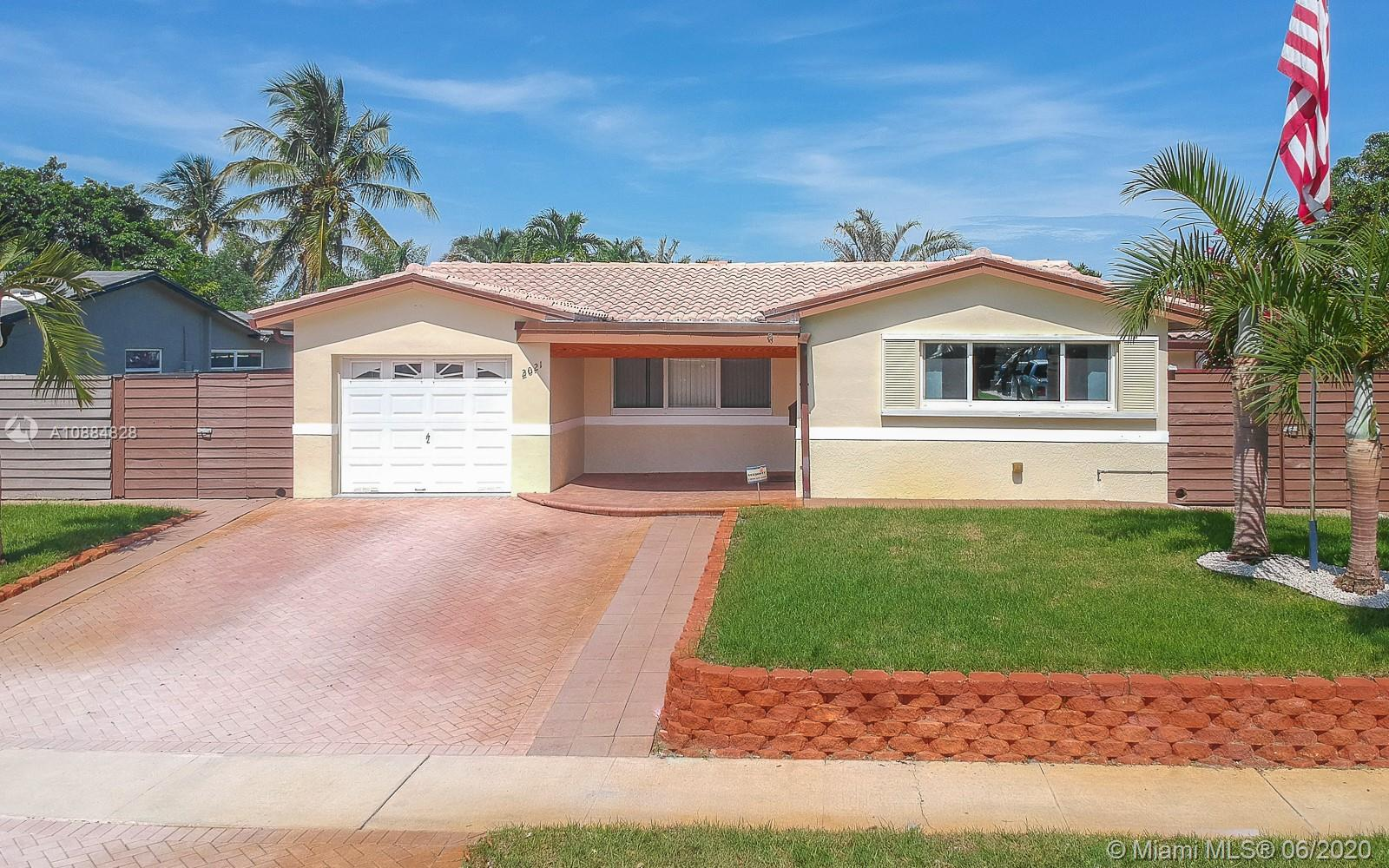 2021 N 52nd Ave  For Sale A10884828, FL
