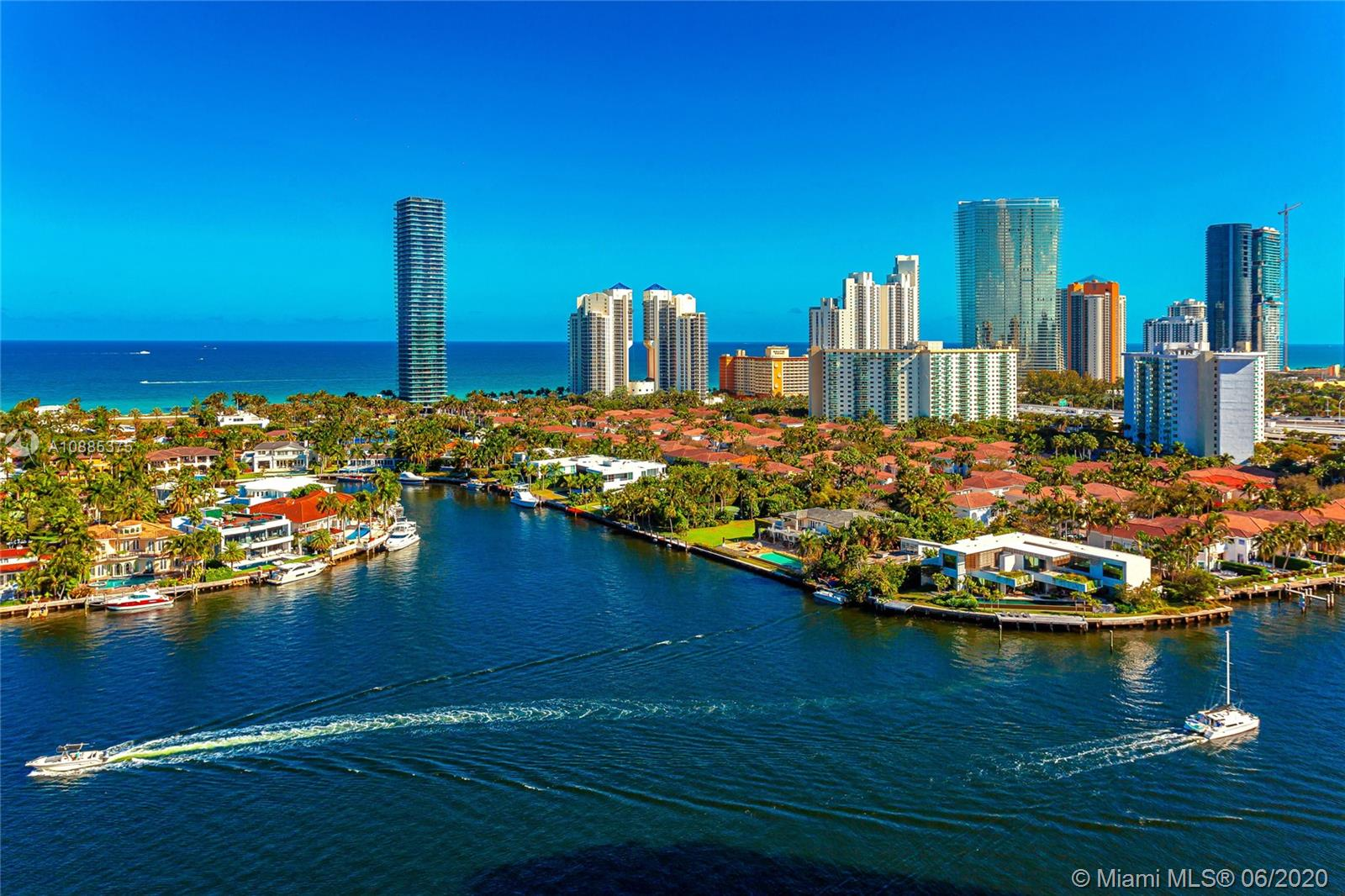 19707  Turnberry Way #9J For Sale A10885375, FL