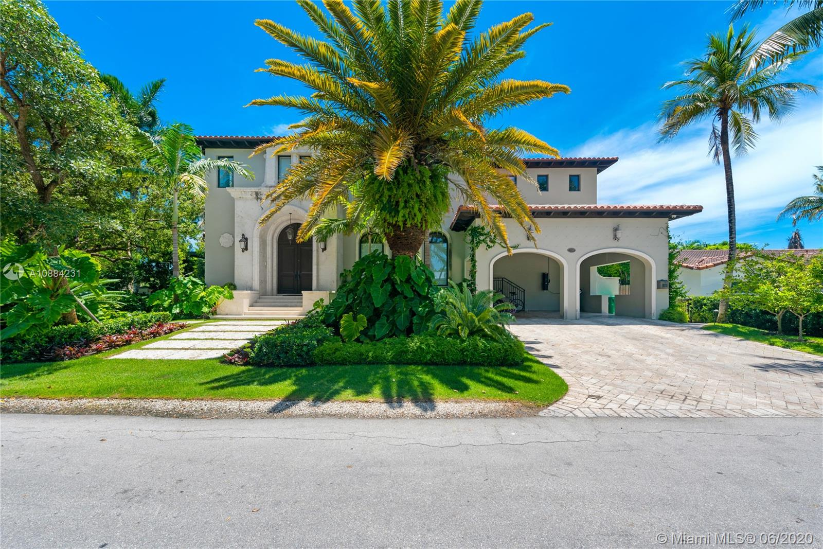 250  Buttonwood Drive  For Sale A10884231, FL