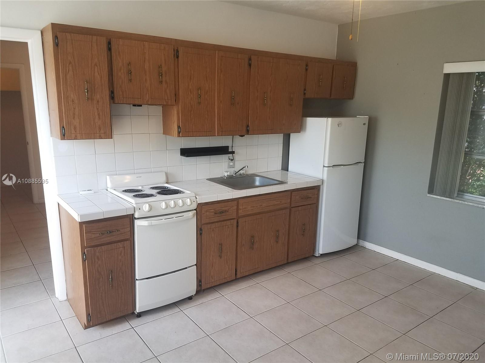 2030 N 50th Ave #(REAR UNIT) For Sale A10885595, FL