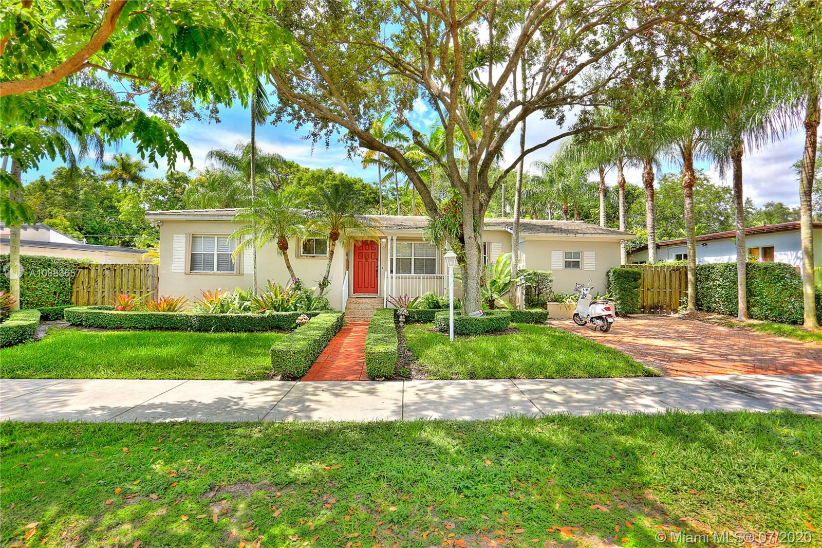 5942 SW 48th St  For Sale A10883657, FL