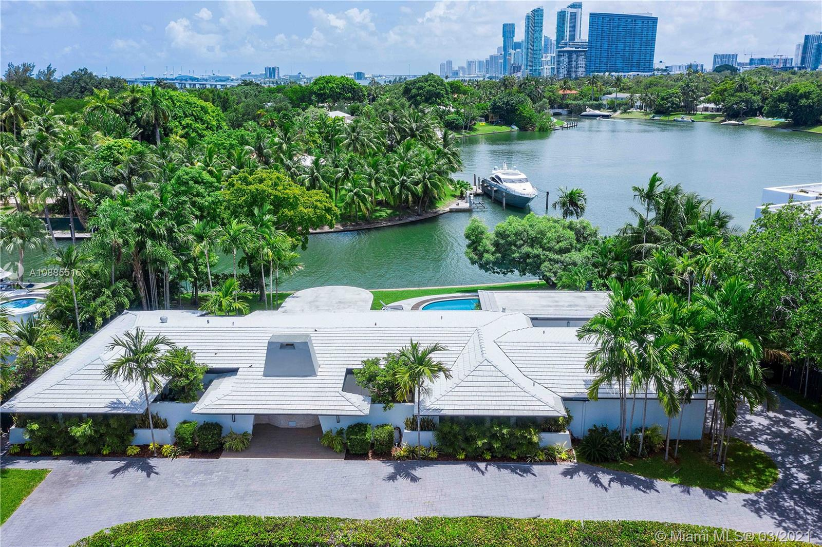 4765  Lake Rd  For Sale A10885515, FL