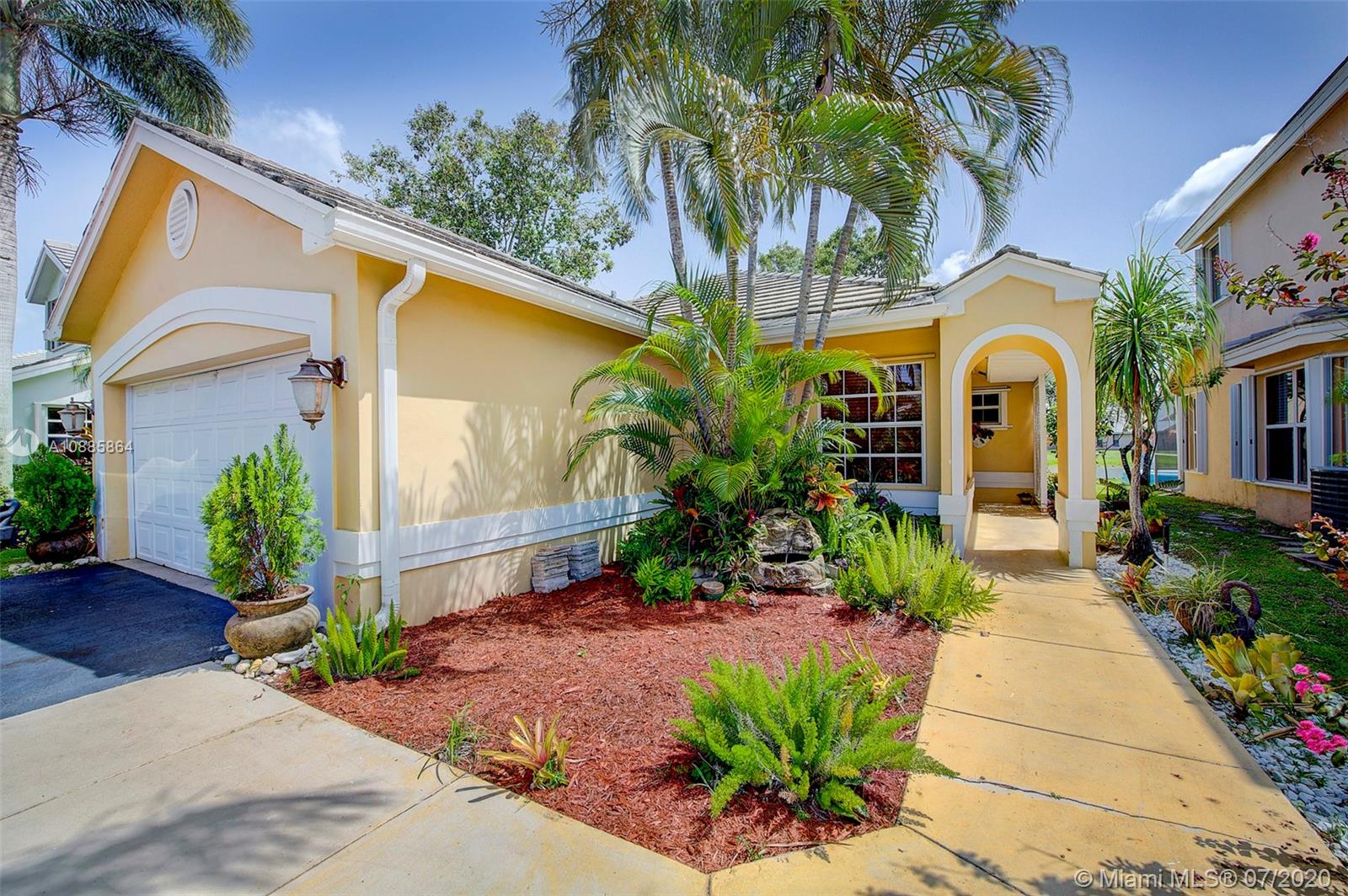 8900  Woodside Ct  For Sale A10885864, FL