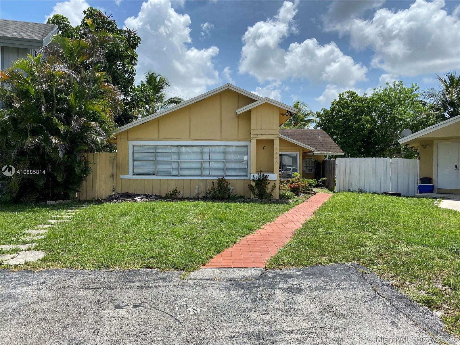 2440 SW 80th Ter  For Sale A10885814, FL