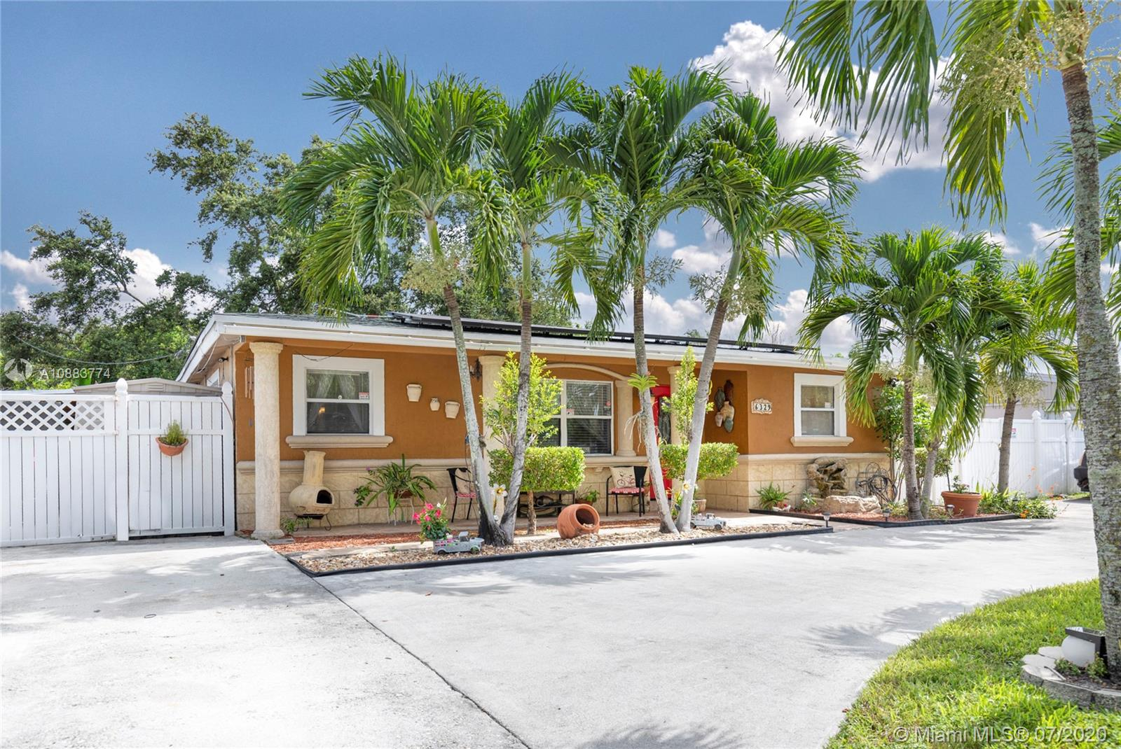 6329  Fletcher St  For Sale A10883774, FL