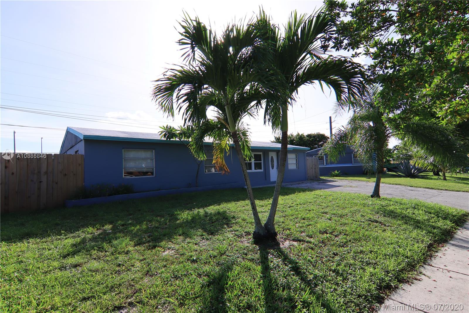 2031 SW 50th Ave  For Sale A10886846, FL