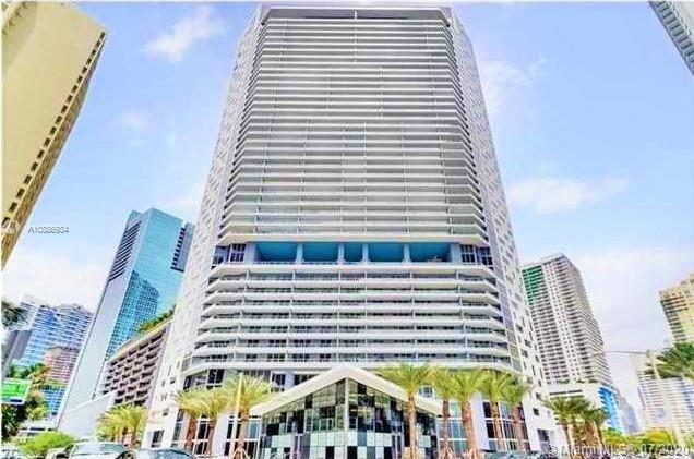 Spectacular & spacious 1BR/ 1.5 Bath unit in Brickell House. Gorgeous glass type tile throughout. High Impact windows, European gourmet kitchen, top of the line appliances, walk-in closet & modern bath. Resort amenities: relaxing community pool, spa, BBQ area, gym, and theater. Located on the heart of the Financial district. Basic Cable & Basic Internet included.