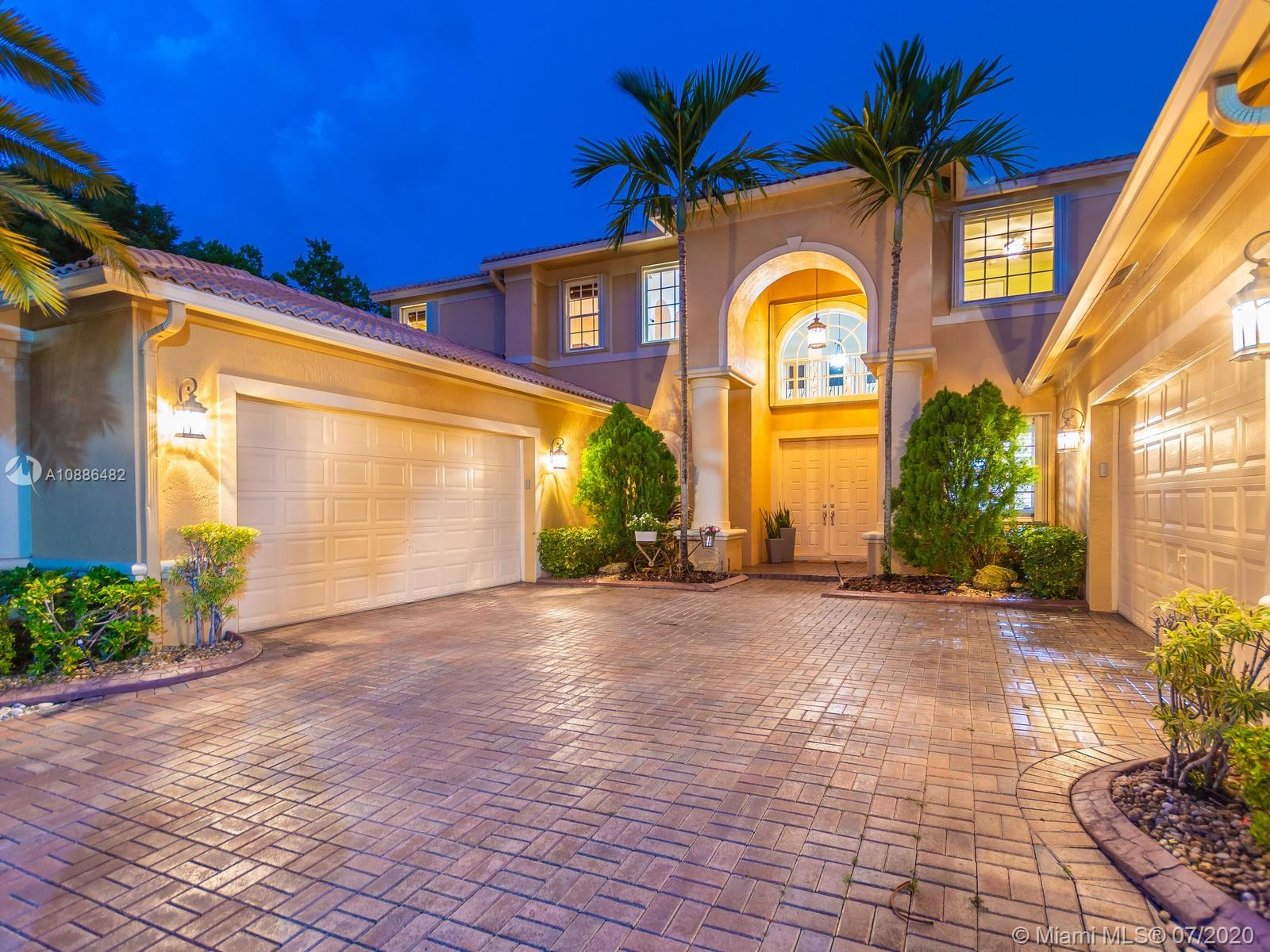Enjoy Florida's lifestyle on this PERFECT PARADISE estate! 6 BEDROOMS+OFFICE+LOFT / 5.5 BATH on the LARGEST and most spectacular CUL DE SAC POINTE WATER lot in all of the Isles at Weston. SCREENED POOL w/covered patio, FULLY FENCED, private landscaped yard. PANORAMIC LAKE views. This grand MONTEGO model boasts over 5,000 sqft that has it all! Open floor plan w/soaring ceilings, family room, breakfast area, beautiful gourmet kitchen with s/s appliances & granite counters/wood cabinets, huge walk-in pantry, wine cooler, large laundry room. WOODEN floors/CUSTOM built-in closets in all bedrooms. PLANTATION SHUTTERS, French doors. OVERSIZED Master Bed downstairs, TWO-DOUBLE car garages, accordians, RENOVATED club house w/GYM, Gated, A+ SCHOOLS. Don't miss this opportunity to live in the SHORES!