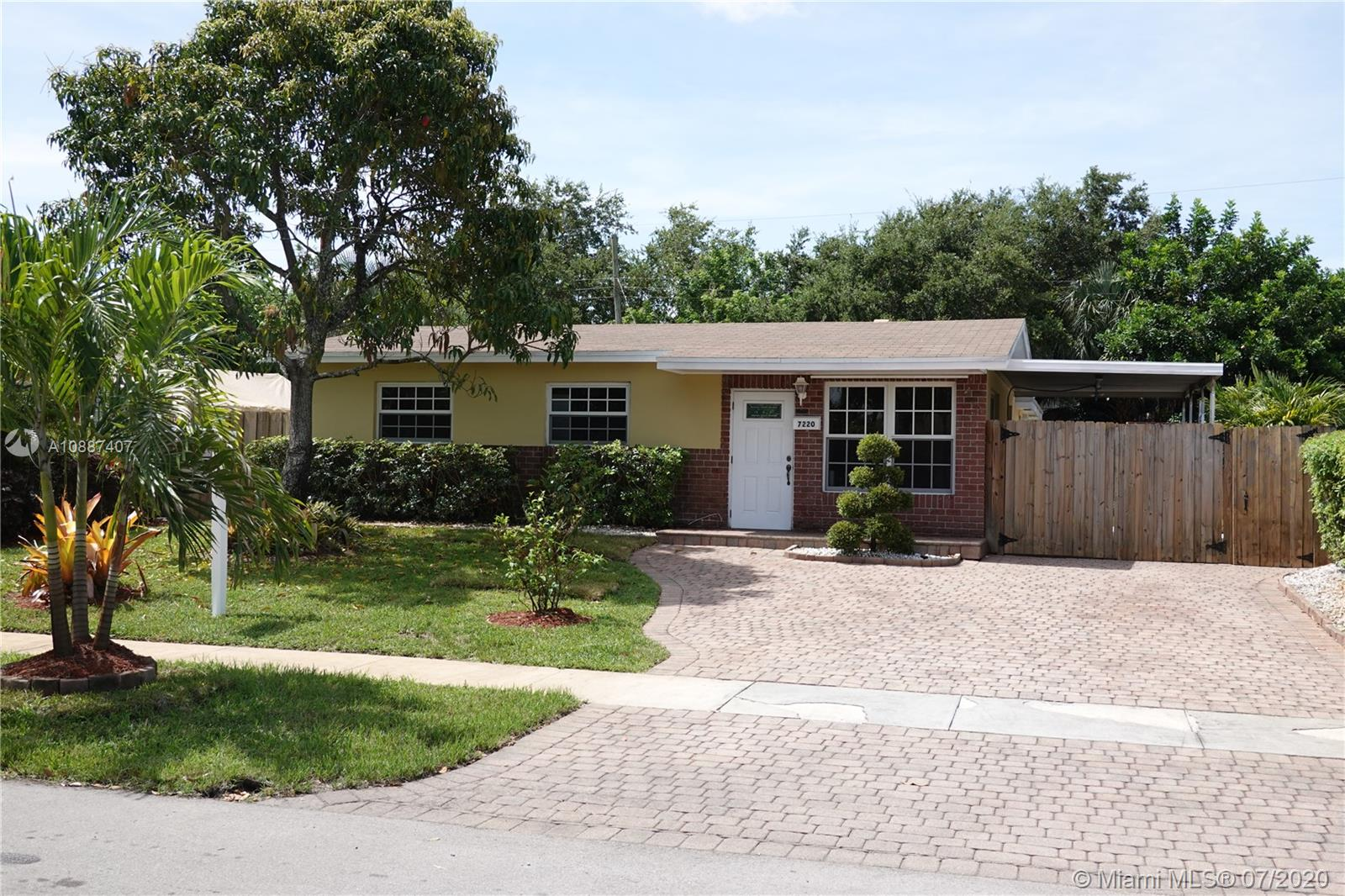 7220  Hayes St  For Sale A10887407, FL