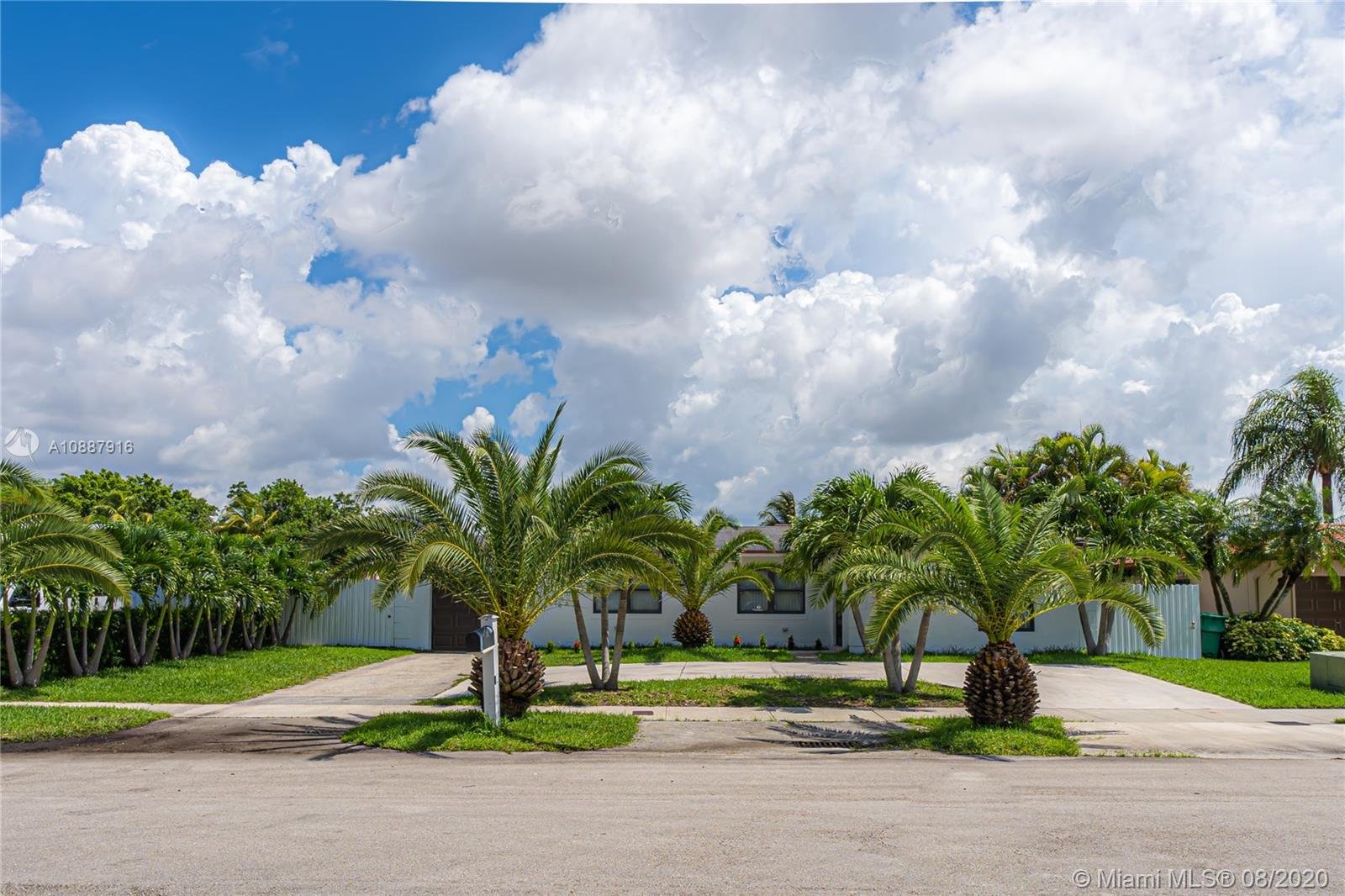13451 SW 71st St  For Sale A10887916, FL