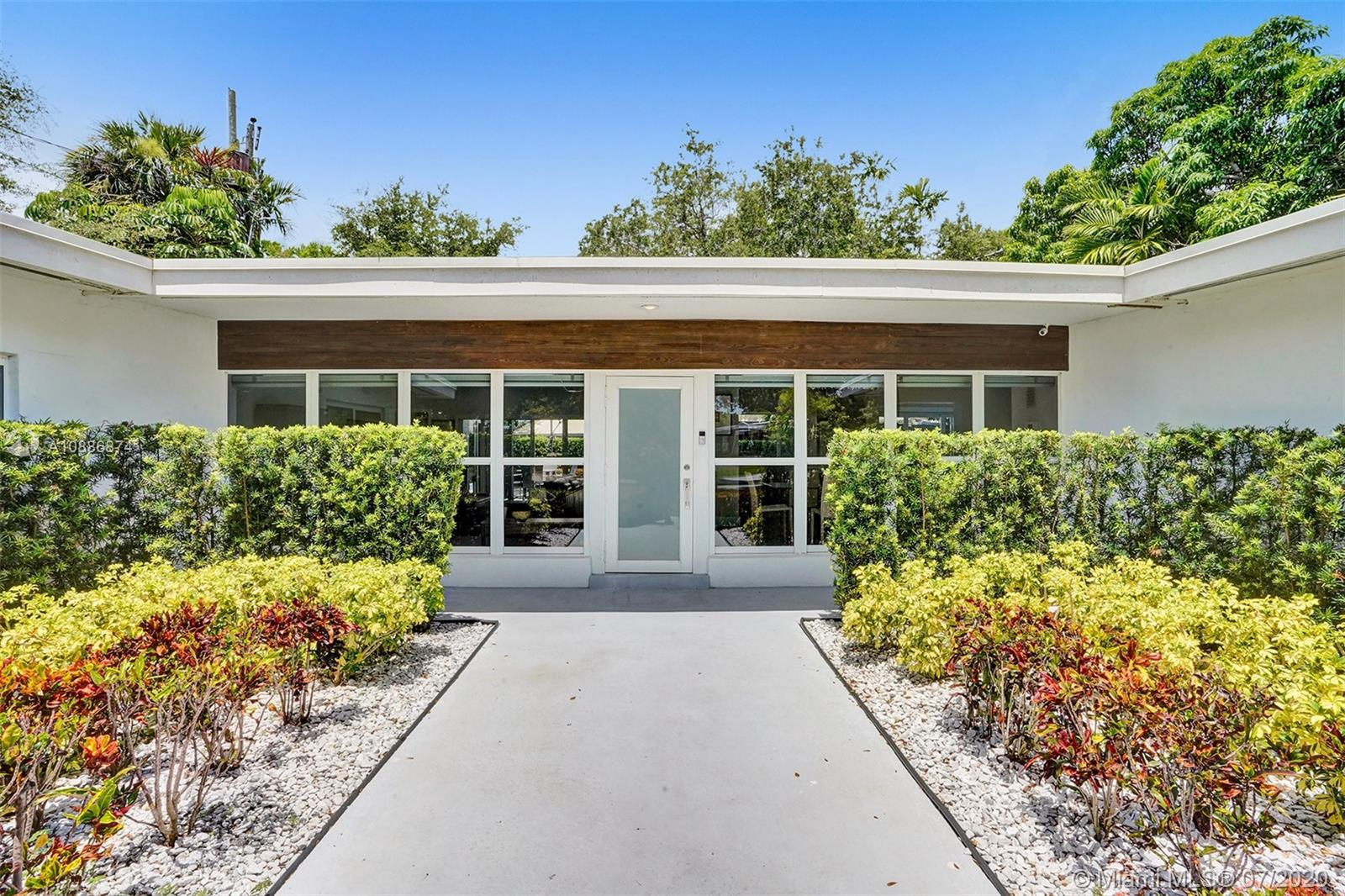 1990 NE 195th Dr  For Sale A10886874, FL