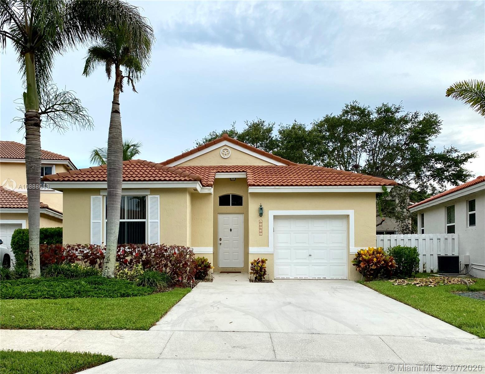 15250 SW 49th Ct #15250 For Sale A10888668, FL