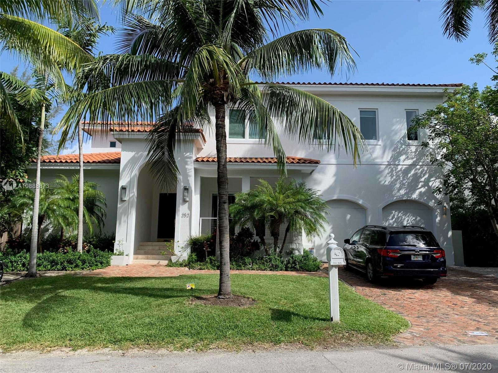 252  Hampton Ln  For Sale A10888873, FL