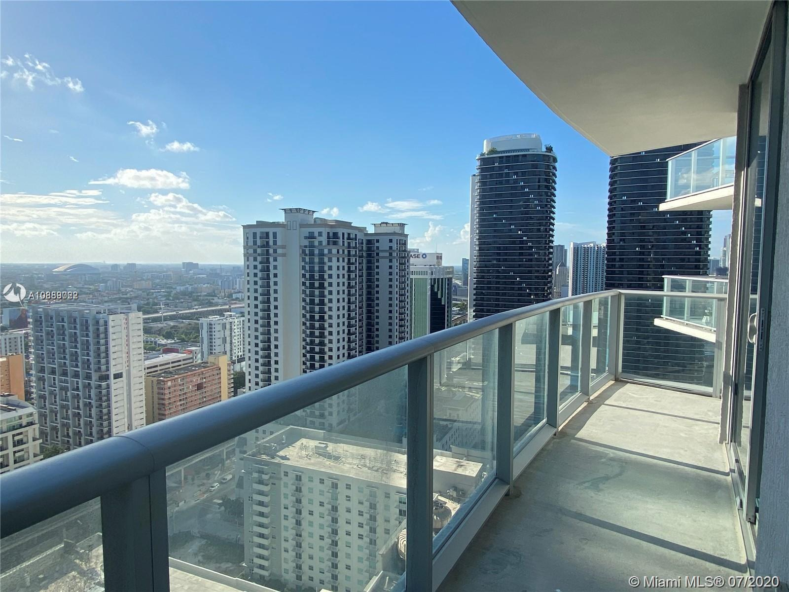 Great Unit in brand new building, enjoy the wonderful Brickell area, walking distance to all the entertainment. Amazing large balcony!! Amenities included a roof top pool, fitness center, movie theater.