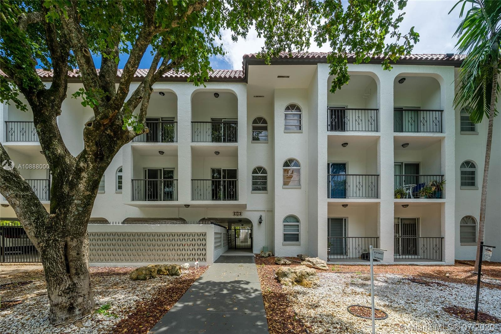 338  Majorca Ave #202 For Sale A10888000, FL
