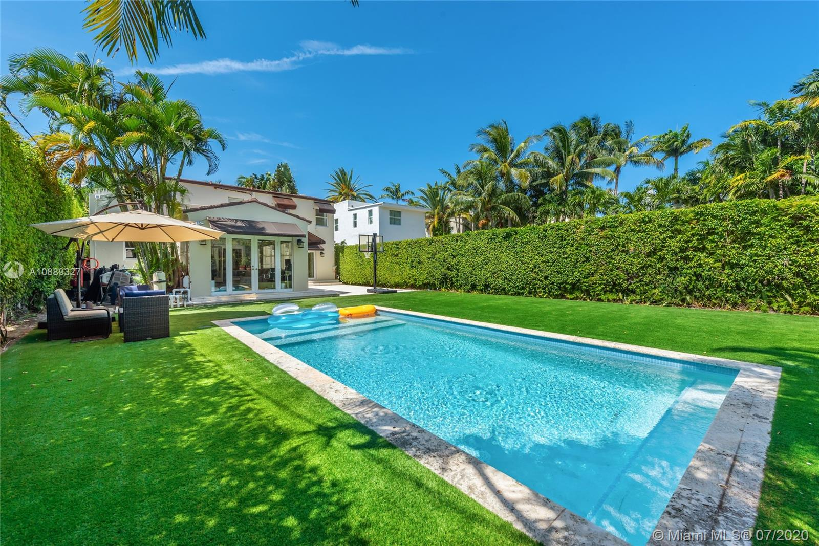 634 W 47th St  For Sale A10889327, FL