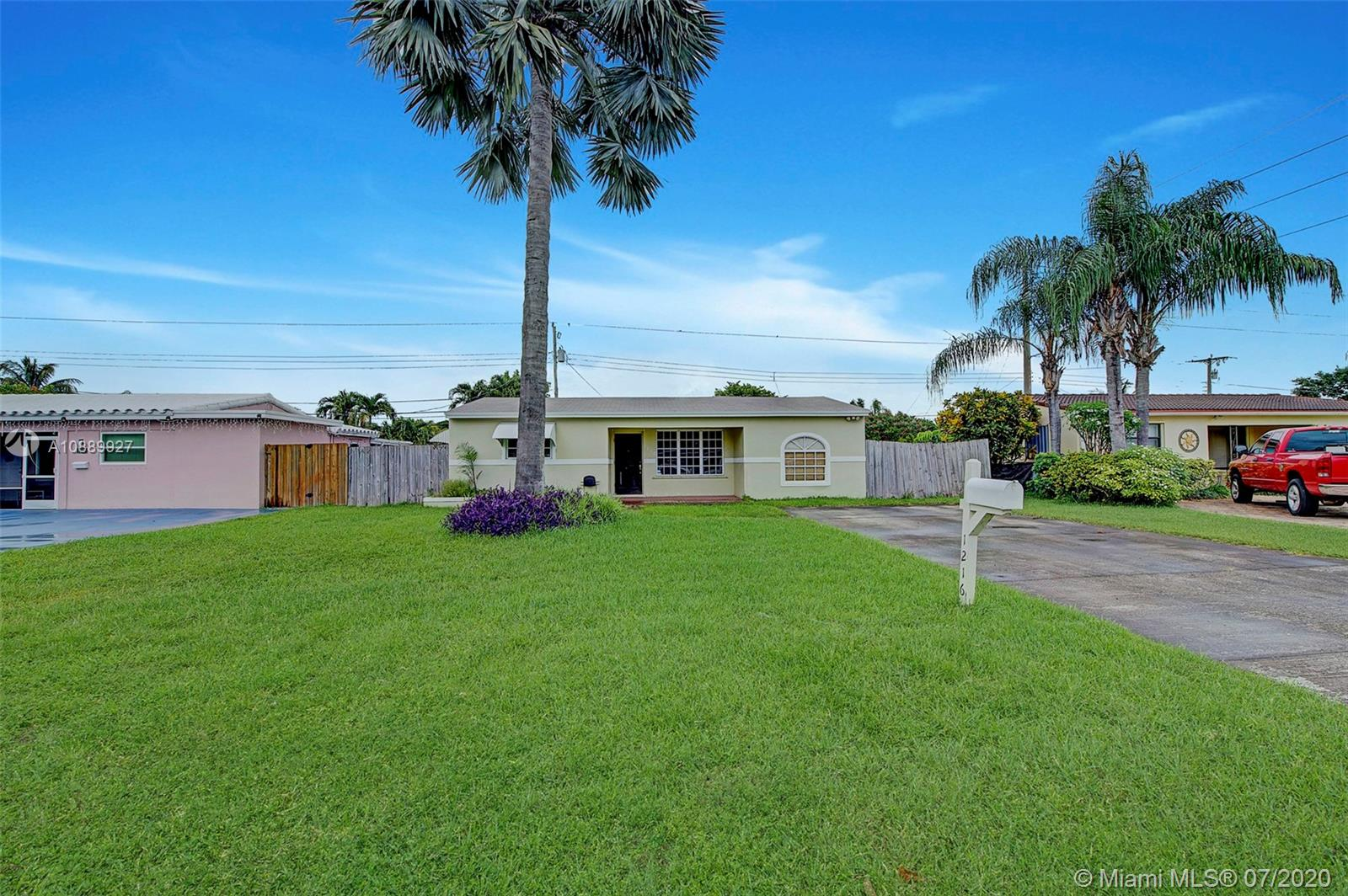 1216 N 31st Ct  For Sale A10889927, FL