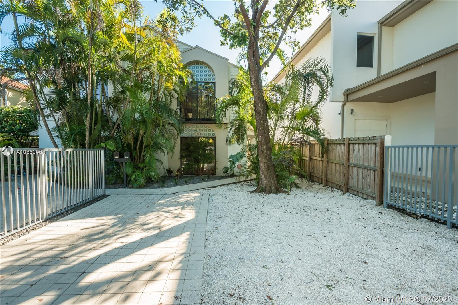2820 W Trade Ave  For Sale A10890008, FL