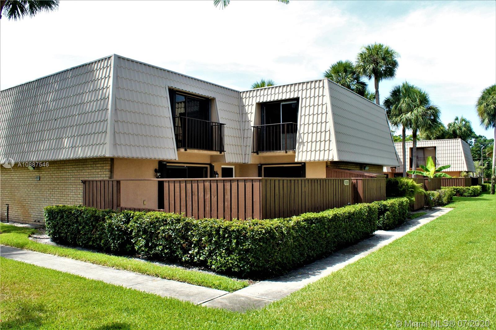 5709  57th Way  For Sale A10887546, FL
