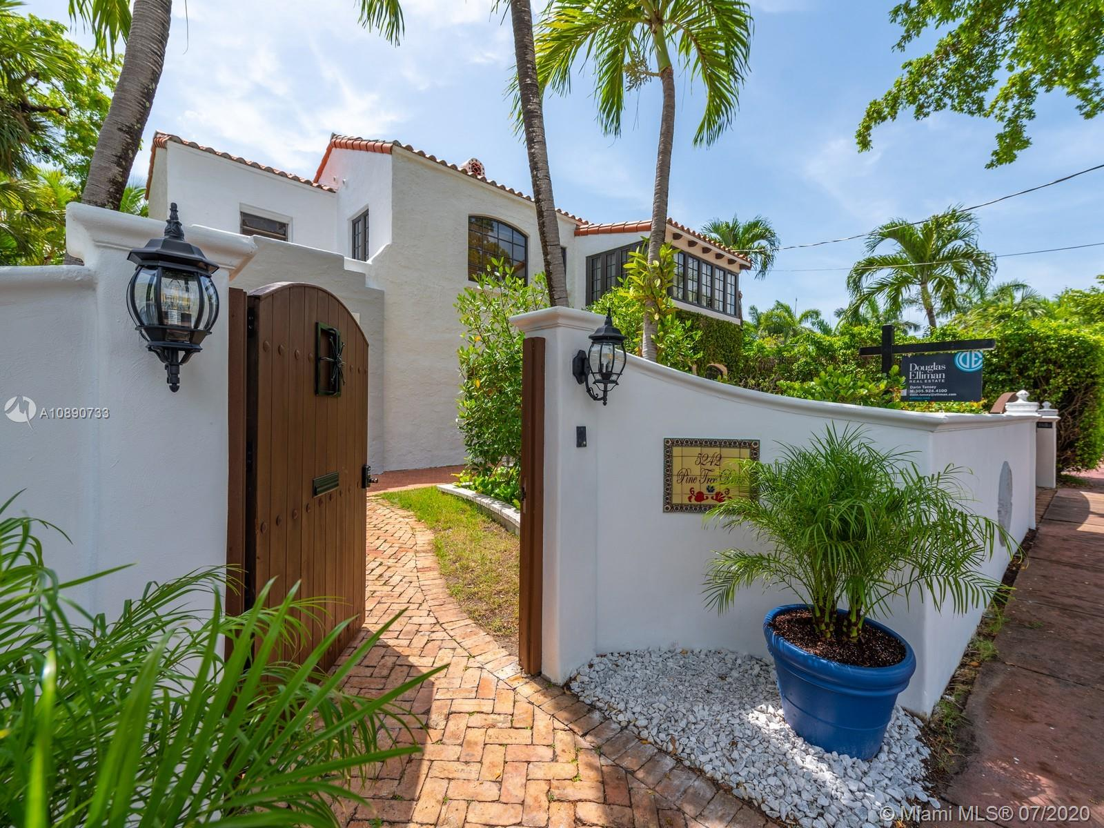 5242  Pine Tree Dr  For Sale A10890733, FL
