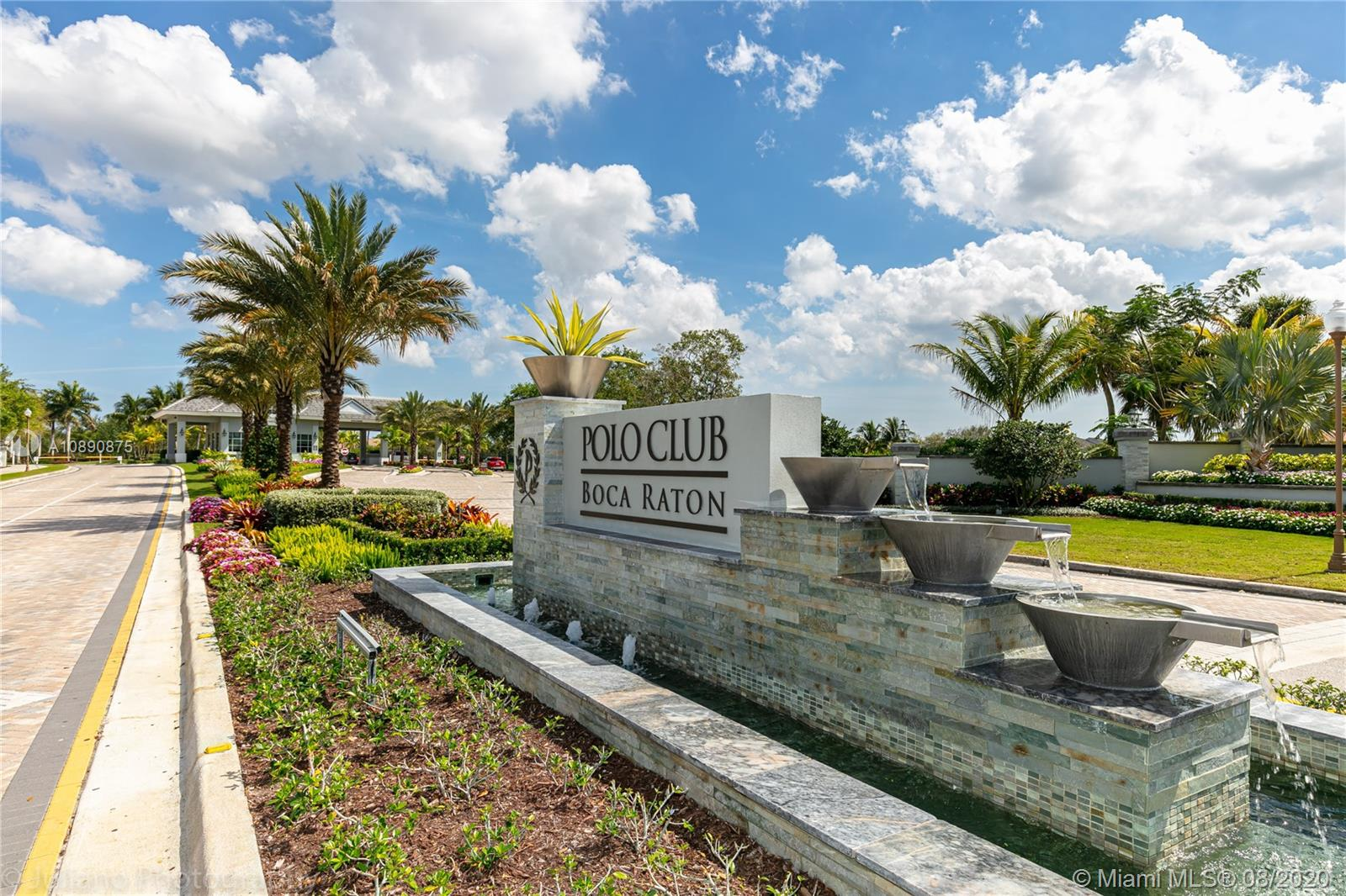16898  Isle Of Palms Dr #B For Sale A10890875, FL
