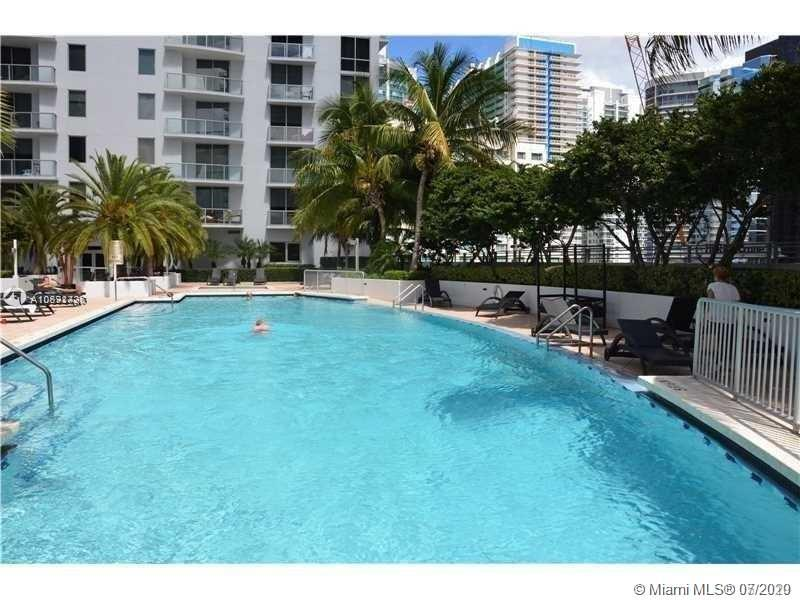 Beautiful 1 bedroom 1 bath unit with amazing East view, located in the heart of Brickell Avenue. Unit features: granite countertops, stainless steel appliances, Italian style kitchen, nice balcony, washer and dryer inside the unit. Nice amenities like gym, party room, wine & cigar room, massage room, 1 parking space. Walking distance to Brickell city center, Mary Brickell Village, many restaurants, supermarkets and more!