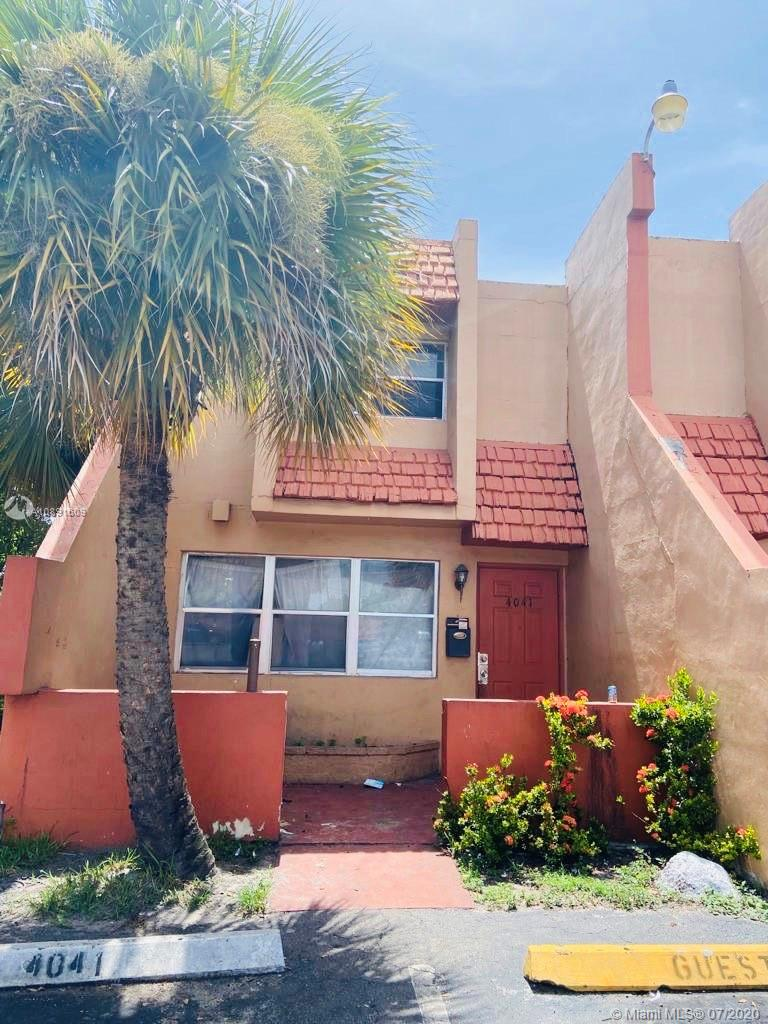 SPACIOUS, TRUE 3 BEDROOM/2 BATH TOWNHOUSE***CORNER UNIT***UPDATED KITCHEN AND BATH***NEUTRAL COLORS***TILE THROUGHOUT - NO CARPETHERE!***NEW A/C AND WATER HEATER***NO RENTAL RESTRICTIONS FOR INVESTORS!