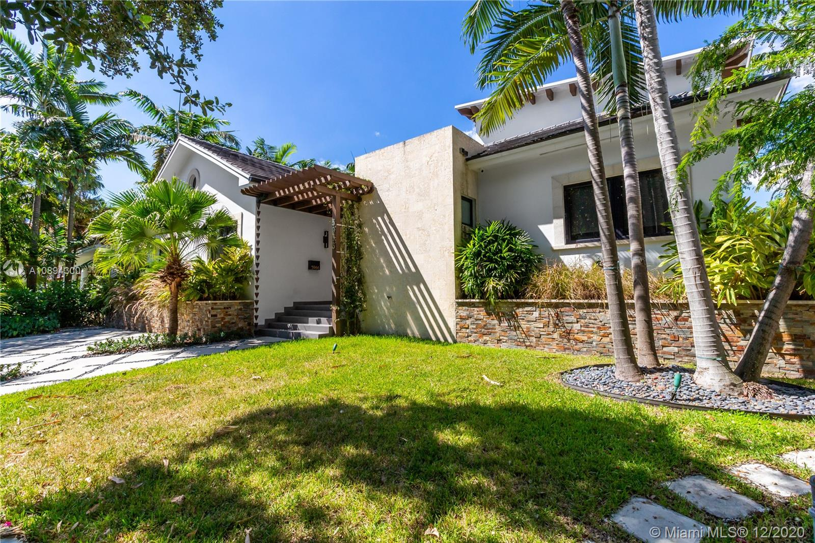 5966 NE 6th Ave  For Sale A10894300, FL