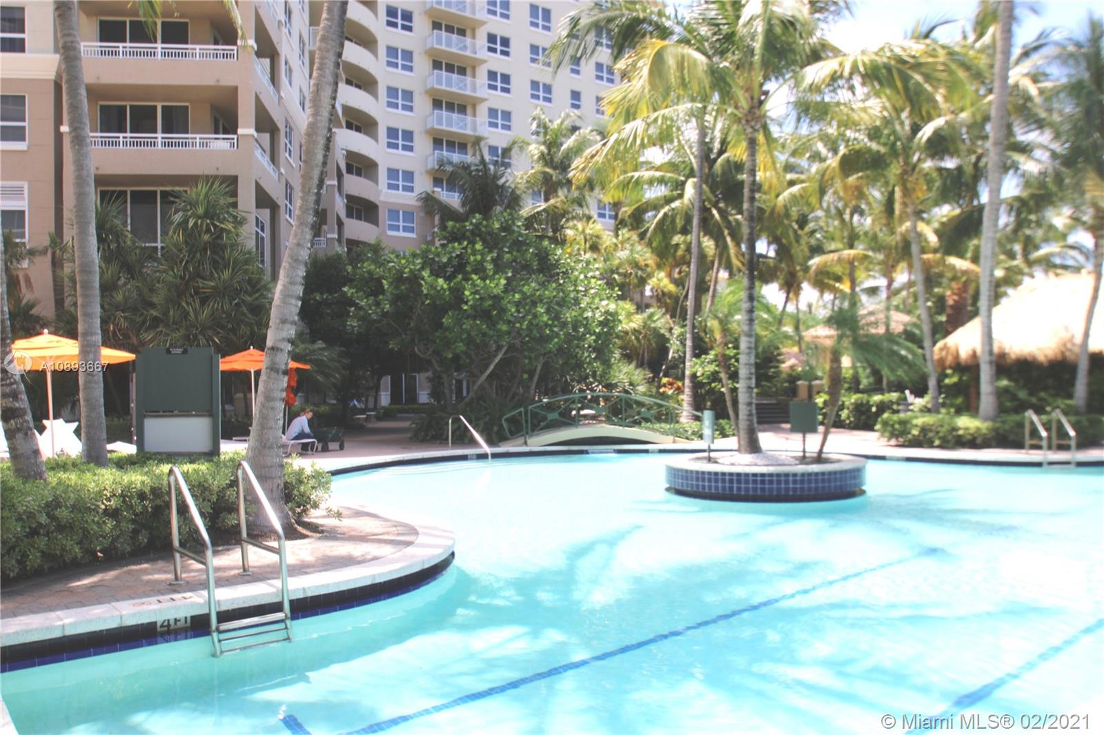 19501 W Country Club Dr #910 For Sale A10893667, FL