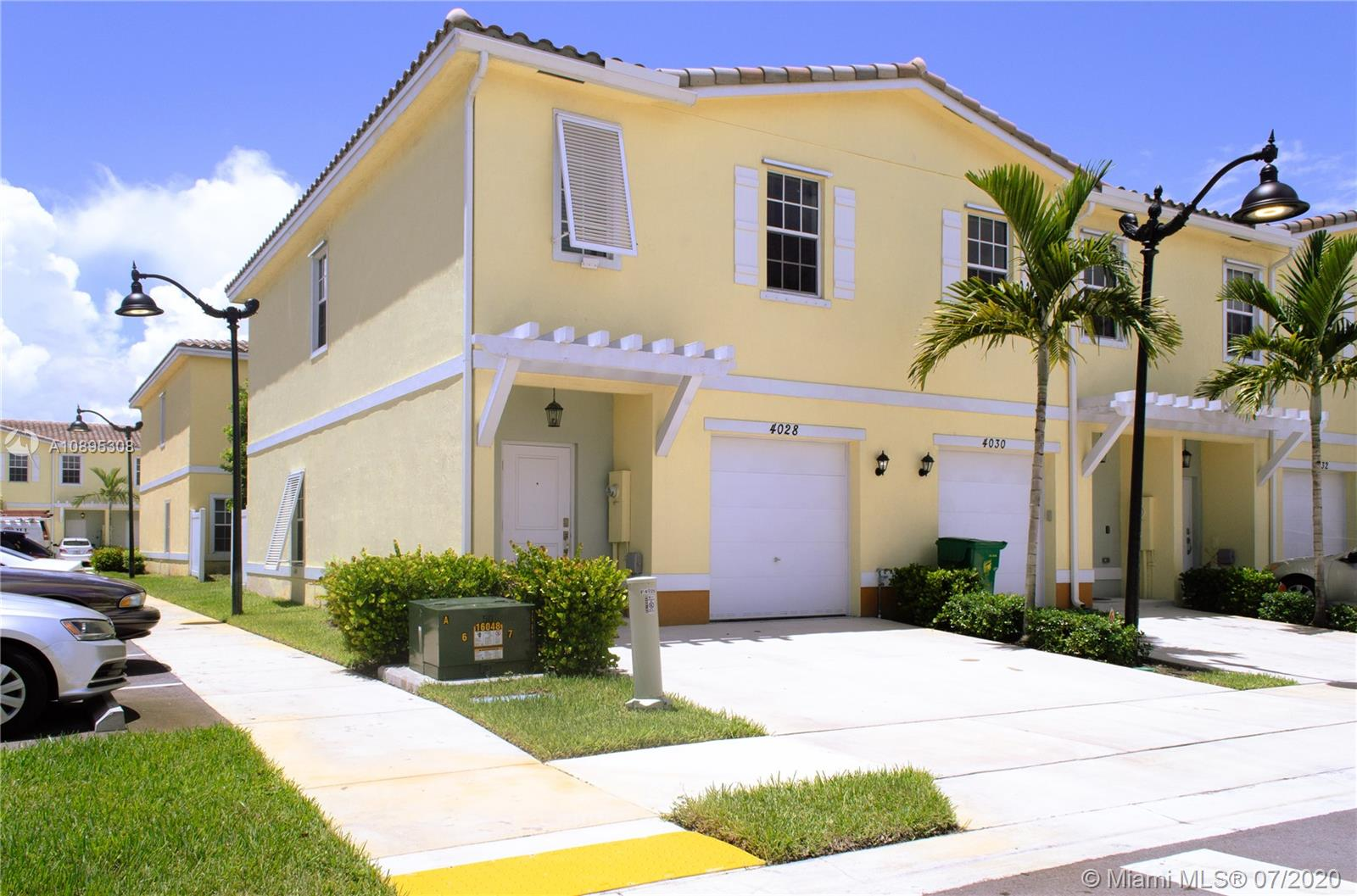 4028 NW 11th St #4028 For Sale A10895308, FL