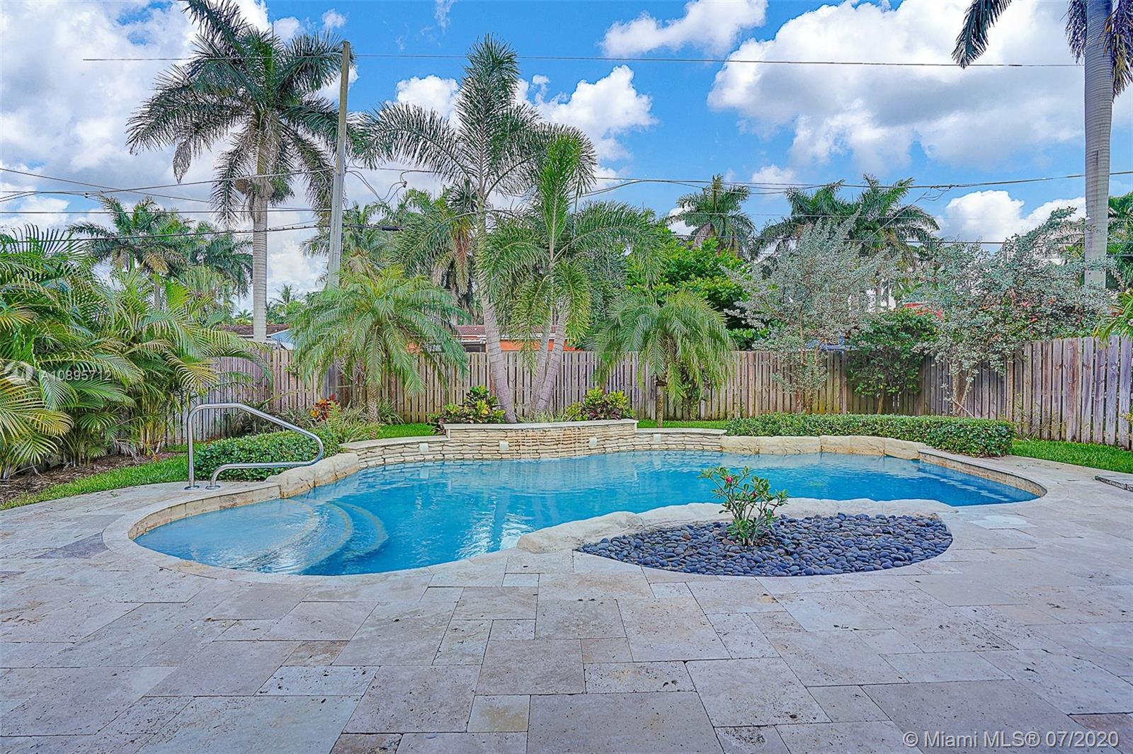 1318  Tyler St  For Sale A10895712, FL