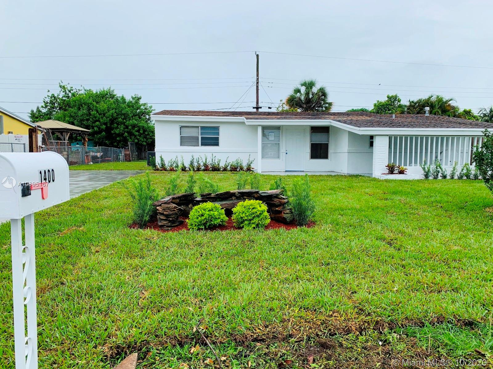 1400 N 67th Ter  For Sale A10895167, FL