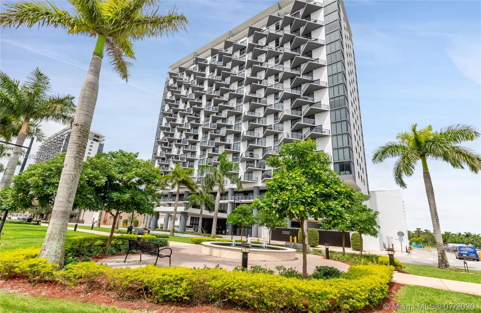 5300  Paseo Blvd #708 For Sale A10895700, FL