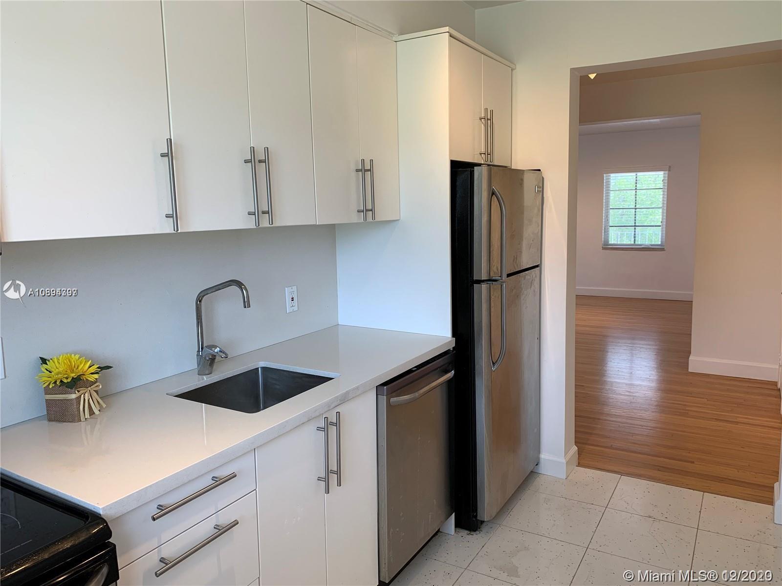 125 S Shore #4 For Sale A10894397, FL