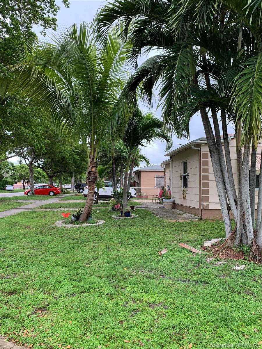 12105 NW 10th Ave  For Sale A10896591, FL