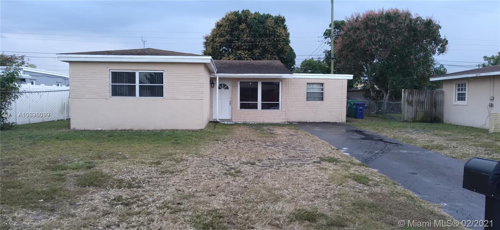 7010 SW 25th St  For Sale A10896099, FL