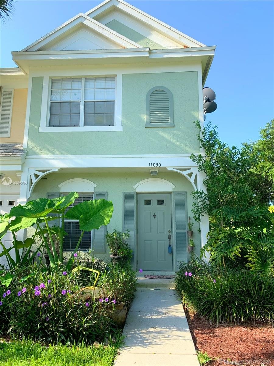 Adorable Corner Keywest Style Townhome with Extremly low maint $220 a month. Upstairs has 2 Master suites both with full bathrooms. There is natural gas dryer,and hot water tank which keeps your other cost low. The covered screen in patio has a private back yard and side yard. Dont miss this one!One of Tamarac welled keep secerts!